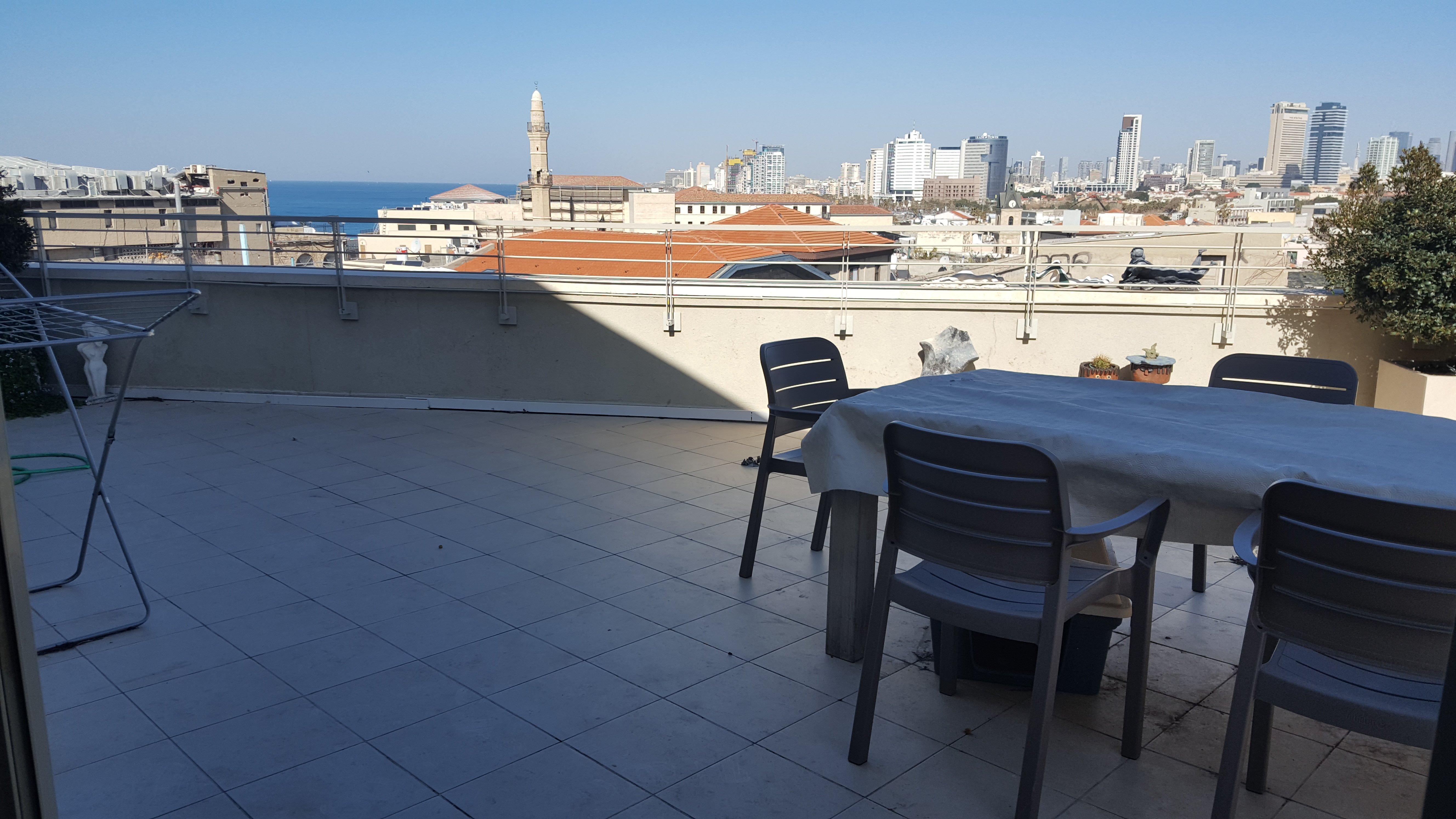 """דירת גג 2.5 חדרים עם נוף לים 9,000 ש""""ח"""