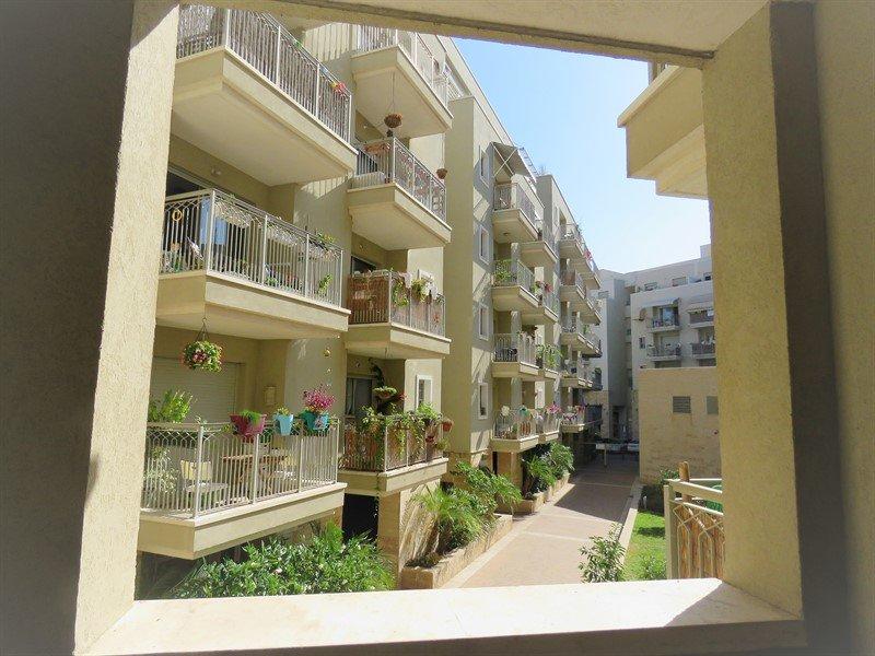 """דירת 2.5 חד' ברובע - 2,000,000 ש""""ח"""