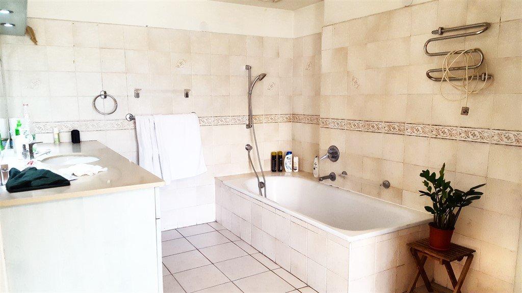 מקלחת פתוחה של חדר השינה