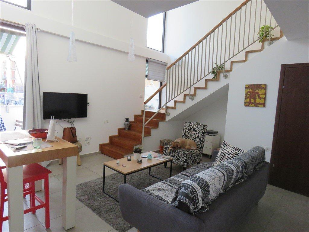 דירה מעוצבת עם תקרות גבוהות