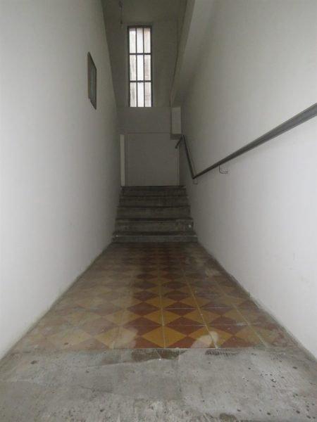 כניסה לבניין, מרצפות מקוריות