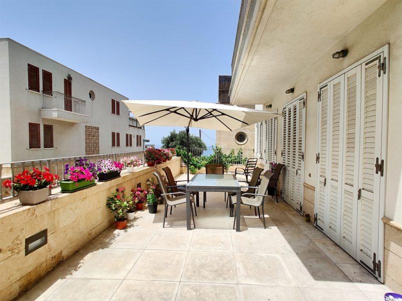 דירת גן ענקית בצמוד לחוף קסיס