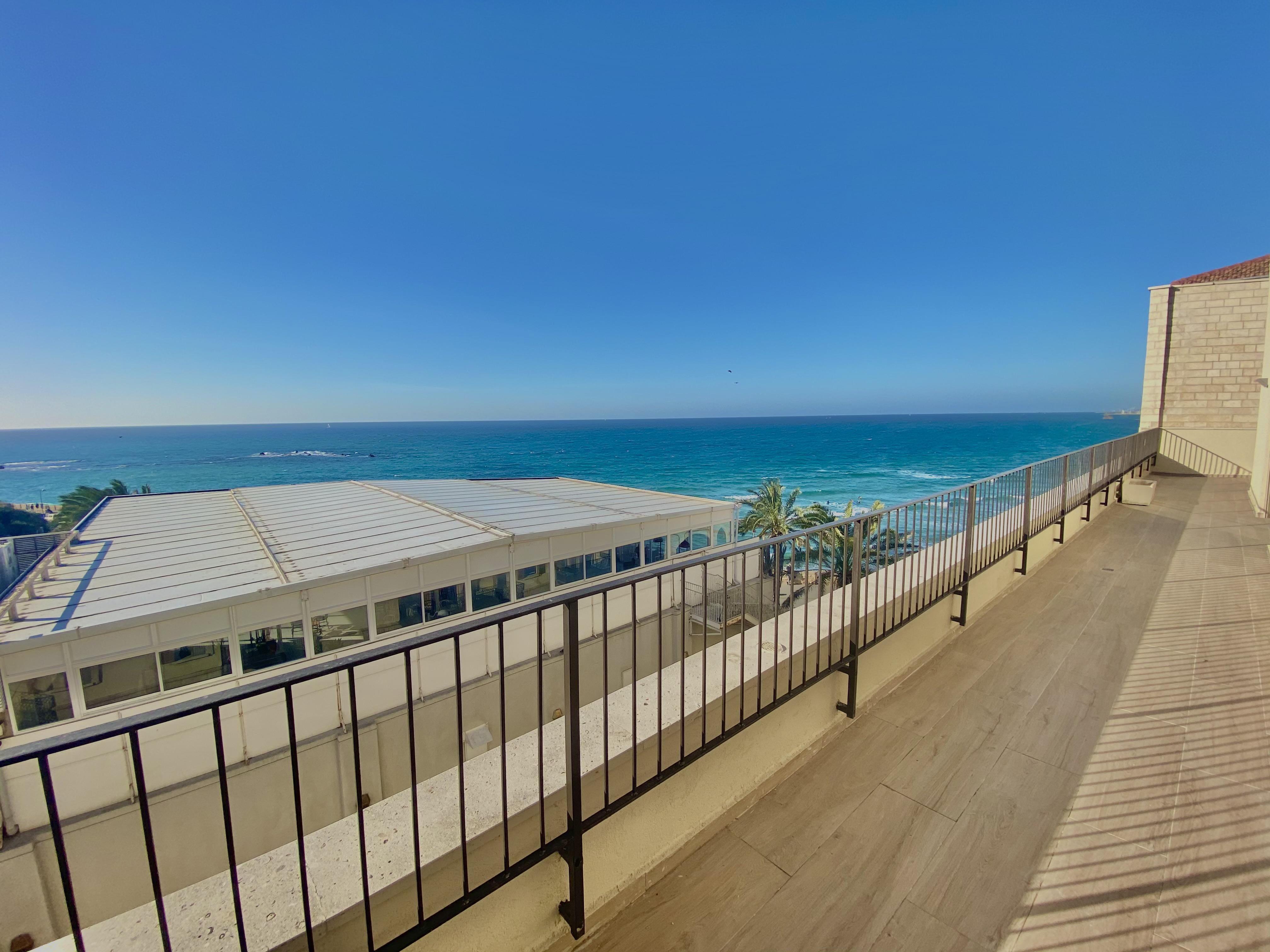דירת גג עם נוף פנורמי לים !